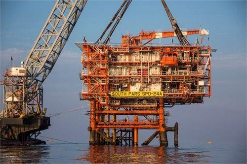 صنعت نفت باوجود تحریمها در مسیر توسعه گام بر میدارد
