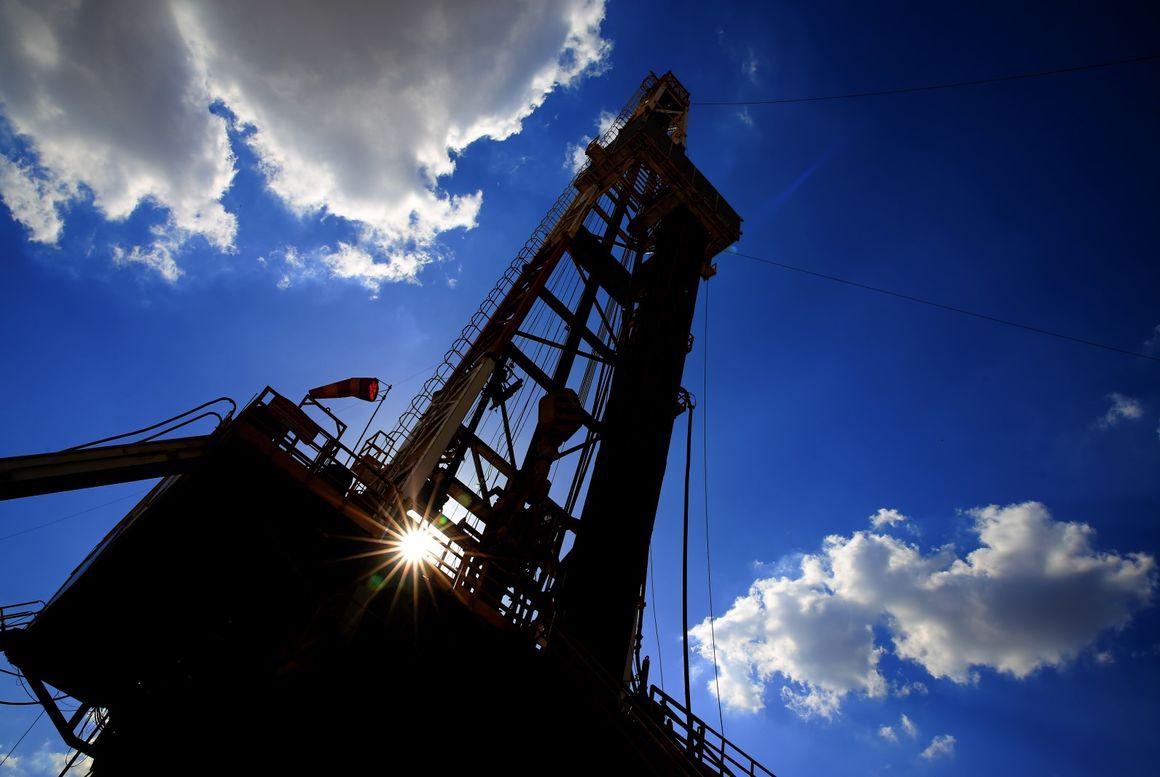 چارهای جز سرمایهگذاری در صنعت نفت وجود ندارد