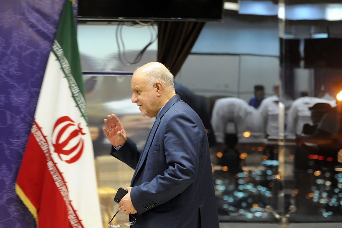 برخی مخالفان وزارت نفت فکر میکنند میتوان مشابه دولت احمدینژاد پولی به جیب زد