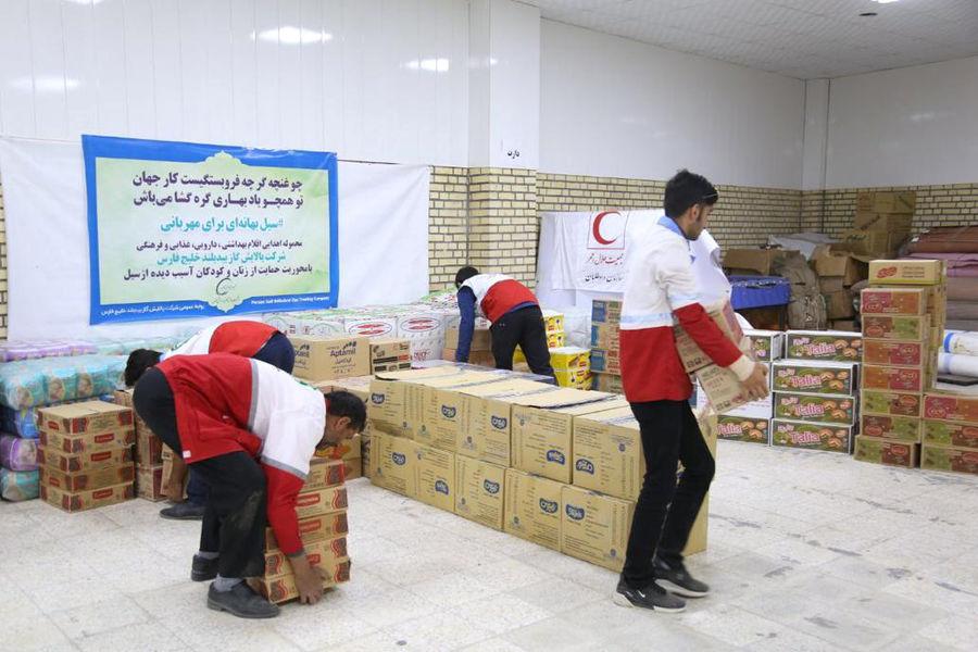 کمک کارکنان شرکت ملی پخش فرآوردههای نفتی منطقه ارومیه به سیلزدگان