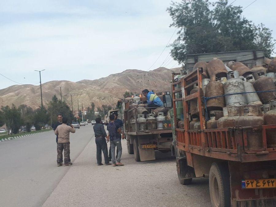 توزیع سوخت در روستاهای سیلزده پلدختر بیوقفه ادامه دارد