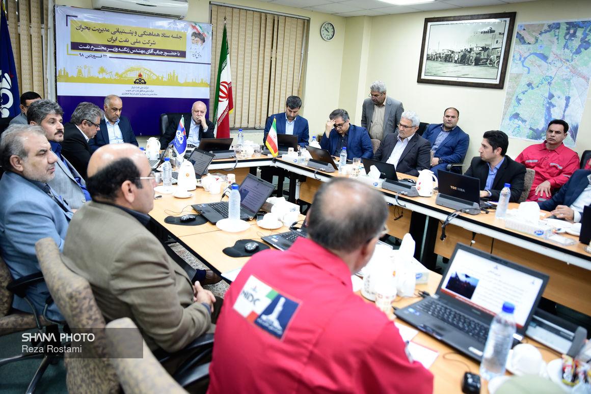 نشست ستاد مدیریت بحران شرکت ملی نفت با حضور وزیر نفت در اهواز