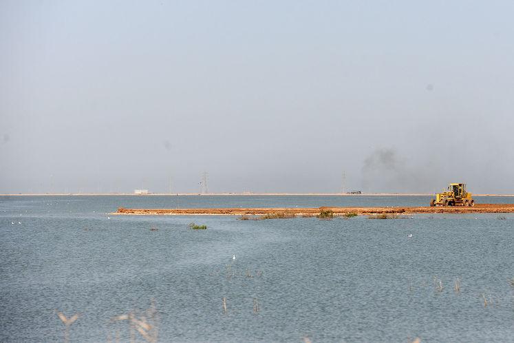 به علت بالا آمدن آب دسترسی به تاسیسات نفتی از بین رفت است