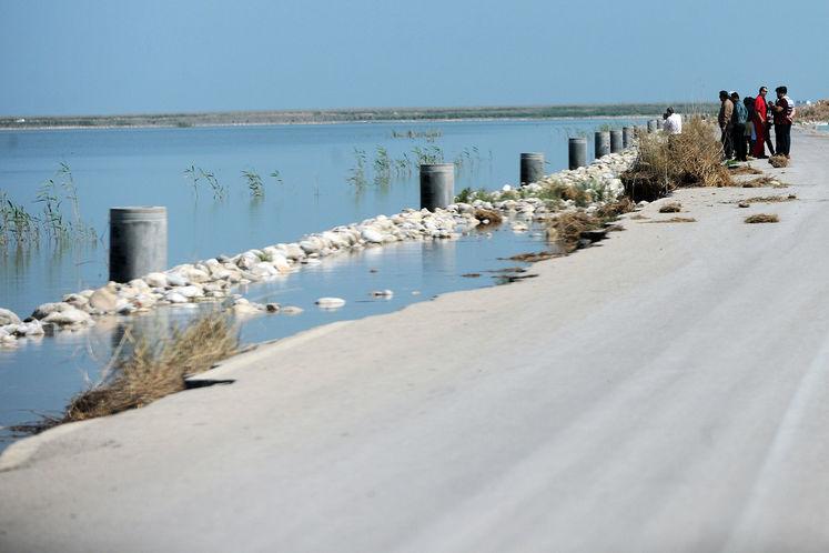 جادههای هور پس از بالا آمدن آب دچار آسیبهای جدی شده اند