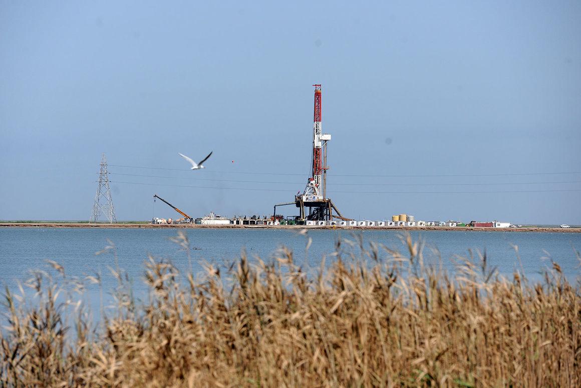 تداوم توسعه صنعت نفت؛ از غرب کارون تا بندر جاسک