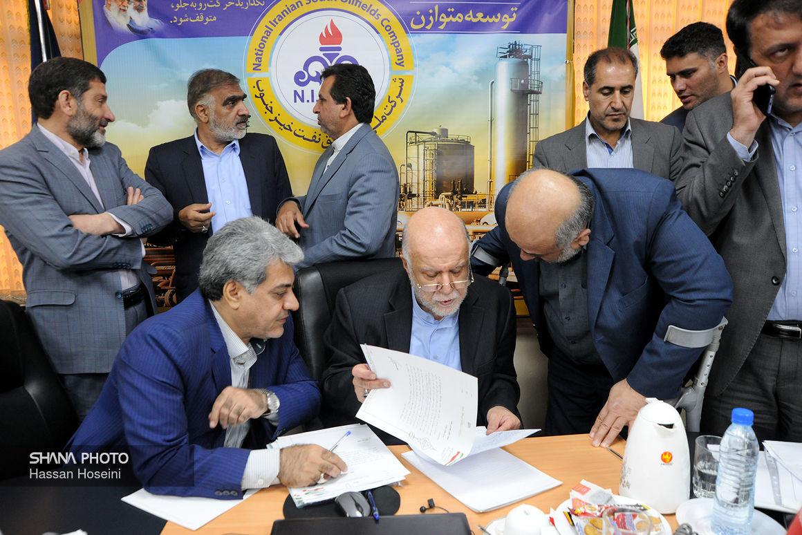 گفتوگوی زنگنه با خبرنگاران پس از نشست با نمایندگان خوزستان در خانه ملت
