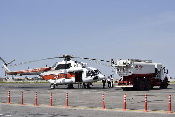 سوخترسانی به بالگردهای امدادی توسط شرکت ملی پخش فرآوردههای نفتی منطقه اهواز
