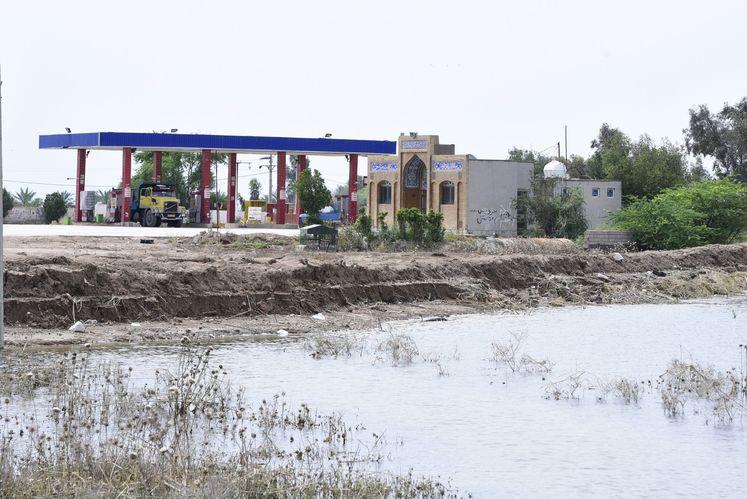 آب گرفتگی تاسیسات نفتی در خوزستان
