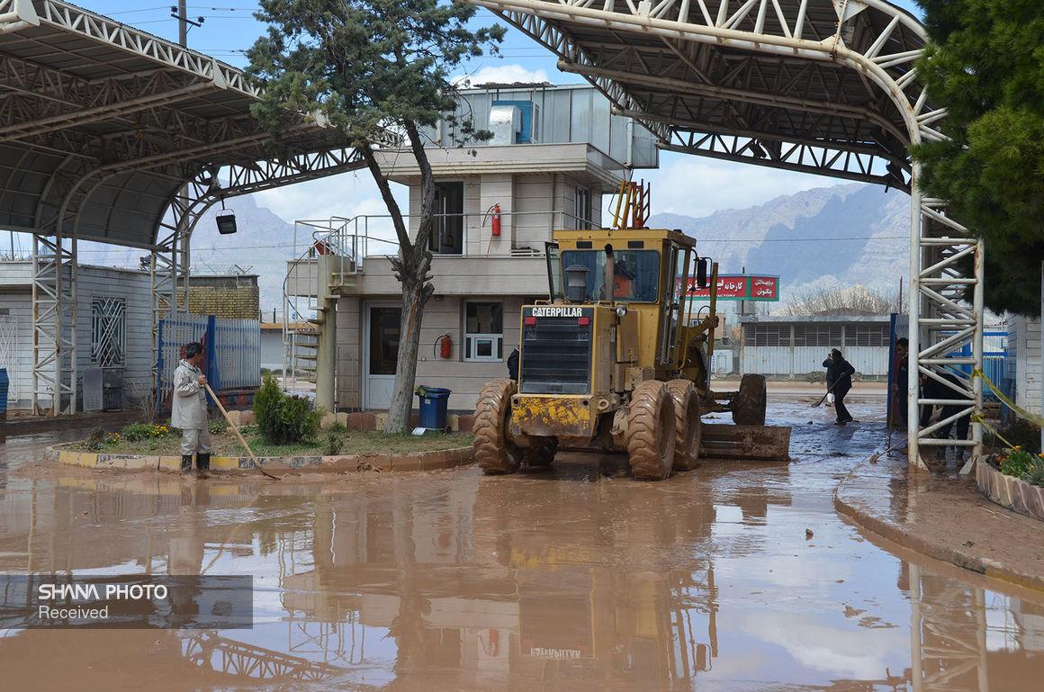 استقرار ماشینآلات نفتخیز جنوب در مناطق آبگرفته خرمشهر