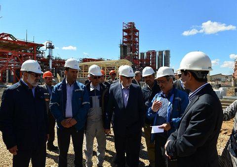 بازدید معاون وزیر نفت از طرح پتروشیمی میاندوآب