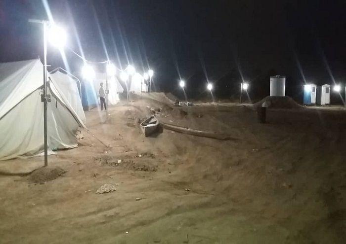 کمپ روستای ابومشیلش روشن شد