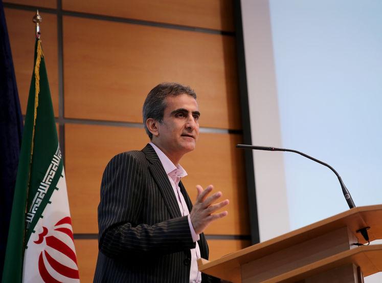 علی اصغر جولاپور، معاون بلوکهای اکتشافی و مشارکتهای خارجی مدیریت اکتشاف