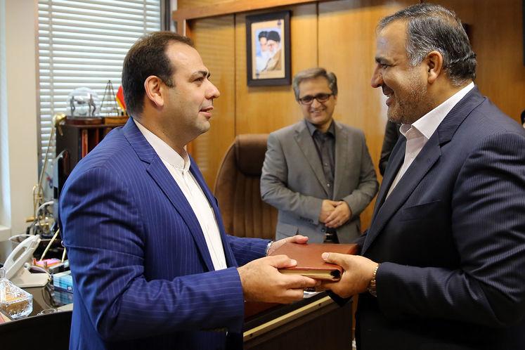 رضا خلج، رئیس روابط عمومی شرکت ملی صنایع پتروشیمی و مجید بوجار زاده
