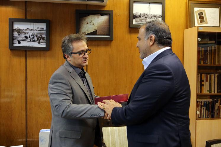 کسری نوری، مدیرکل روابط عمومی وزارت نفت ایران، مجید بوجار زاده، رئیس پیشین روابط عمومی شرکت ملی گاز ایران