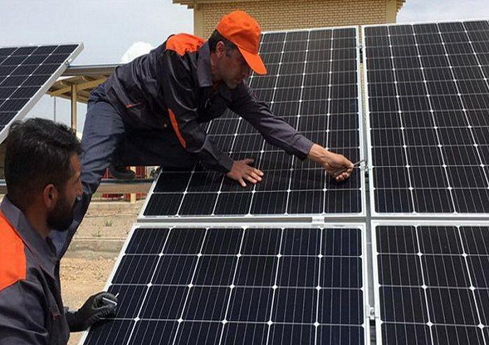 نیروگاه ۴۴ کیلوواتی خورشیدی سروستان و سعادتآباد به بهرهبرداری رسید