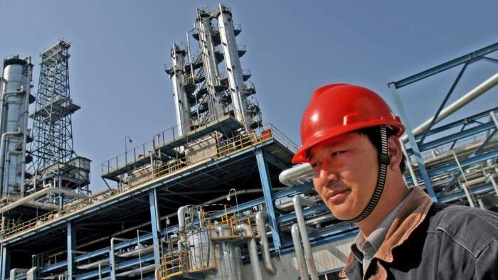 پالایشگاههای نفت جهان تعطیل میشوند