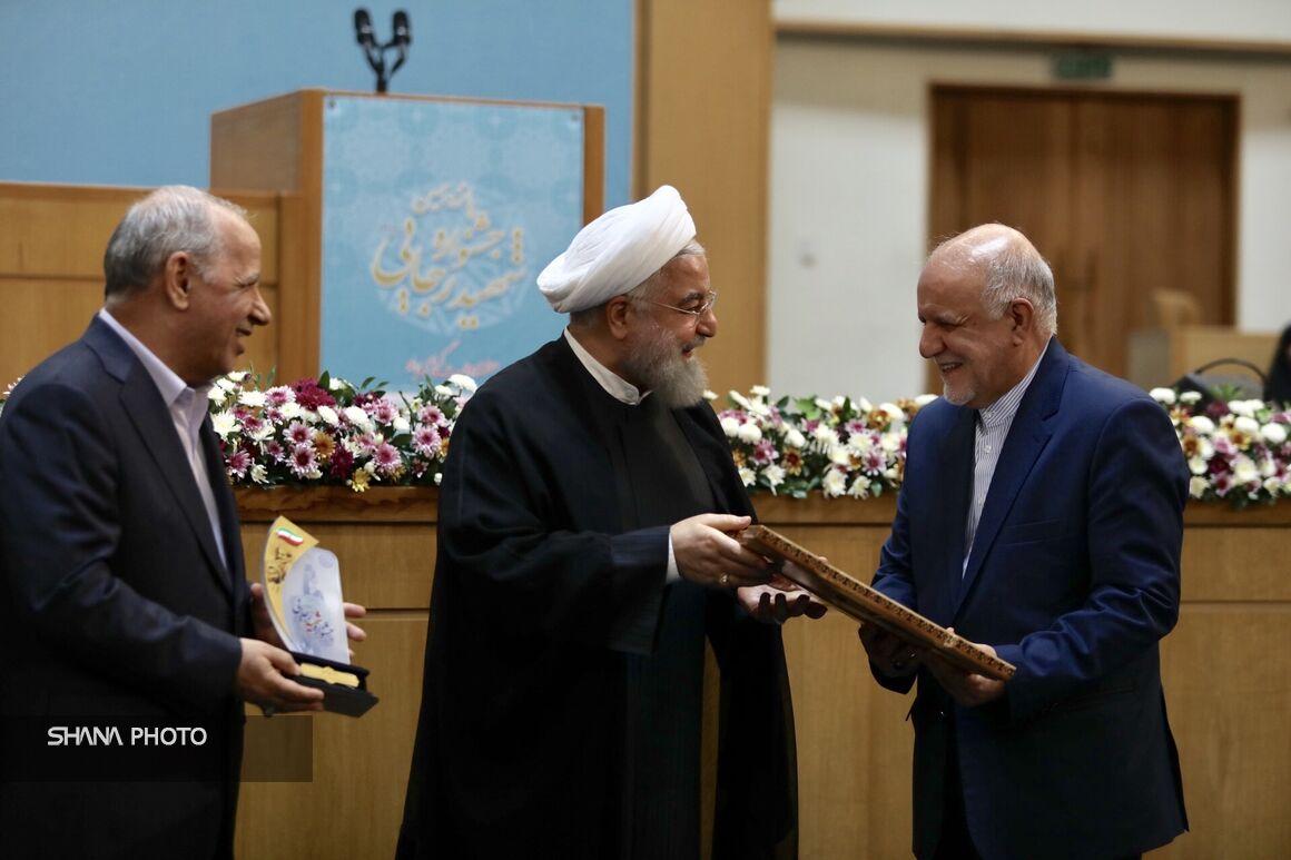 وزارت نفت در پانزدهمین جشنواره شهید رجایی لوح سپاس دریافت کرد