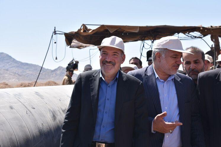 از چپ به راست: حسن منتظرتربتی، مدیرعامل شرکت ملی گاز ایران؛ احمدعلی موهبتی استاندار سیستان و بلوچستان
