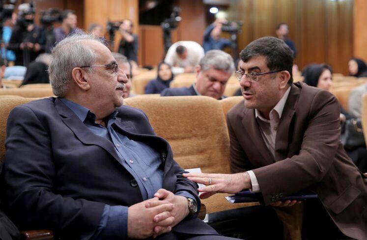از راست: محمد مشکین فام، مدیرعامل شرکت نفت و گاز پارس و مسعود کرباسیان مدیرعامل شرکت ملی نفت ایران