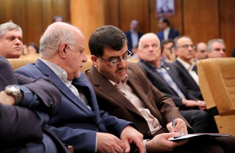 از راست: محمد مشکین فام، مدیرعامل شرکت نفت و گاز پارس و بیژن زنگنه، وزیر نفت