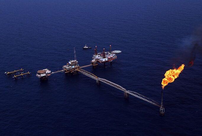 تولید نفت فلات قاره باید در هر شرایطی استمرار یابد