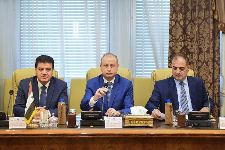 از سمت چپ به راست: عدنان محمود سفیر سوریه در ایران و علی سلیمان غانم، وزیر نفت و منابع معدنی سوریه