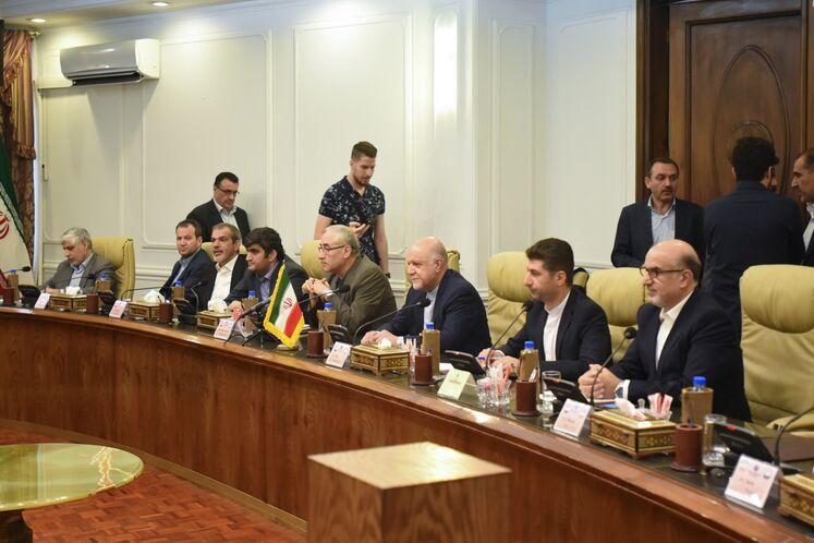 دیدار بیژن زنگنه، وزیر نفت ایران با علی سلیمان غانم، وزیر نفت و منابع معدنی سوریه