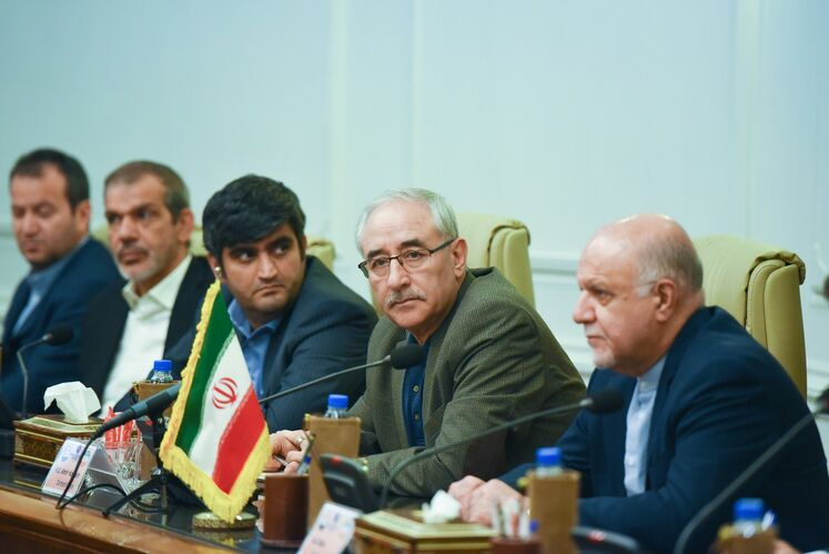 امیرحسین زمانینیا، معاون امور بینالملل و بازرگانی وزیر نفت