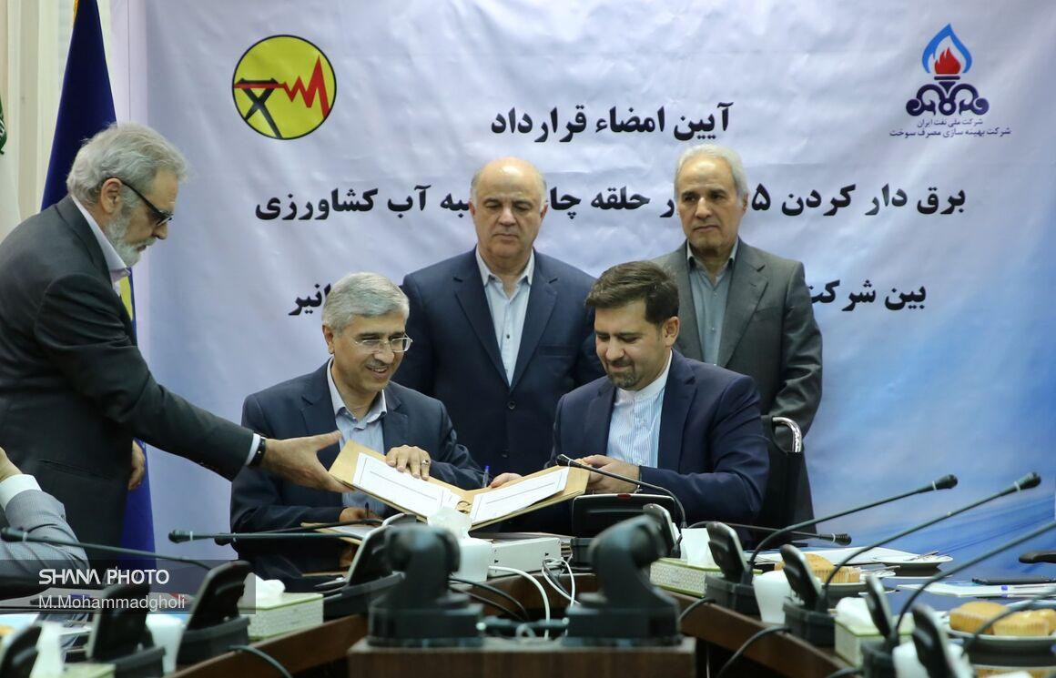 آیین امضای قرارداد برقدار کردن 75 هزار حلقه چاه و تلمبه کشاورزی