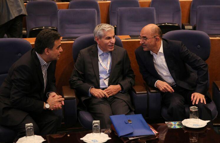 از راست: غلامحسین نوذری، وزیر پیشین نفت، محمد حسین عادلی، دبیرکل پیشین مجمع کشورهای صادرکننده گاز (جیییسیاف)، محمد ایروانی، مدیرعامل دانا انرژی