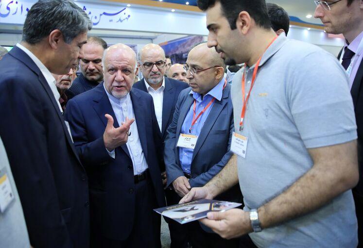 بازدید بیژن زنگنه، وزیر نفت از نمایشگاه جانبی پنجمین کنگره نفت و نیرو