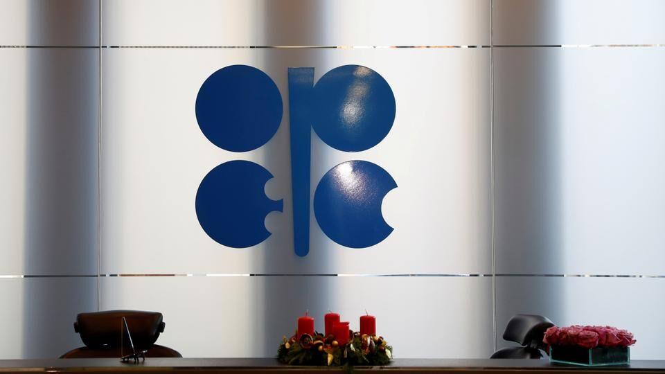 اوپک و متحدانش تشدید کاهش تولید نفت را بررسی میکنند