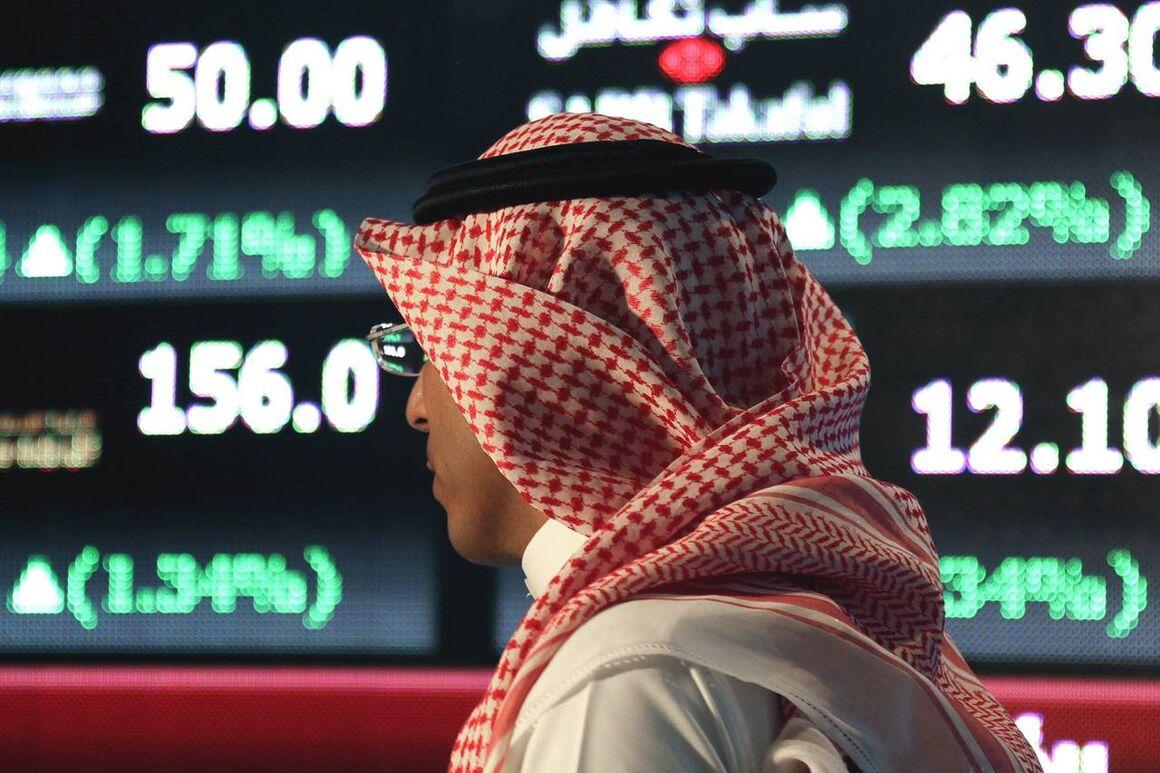 عربستان کاهش تولید پیش از موعد توافق اوپک پلاس را بررسی میکند