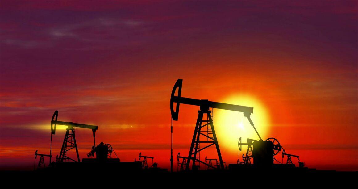 ایالت تگزاس با تصمیم برای کاهش تولید نفت همراه میشود