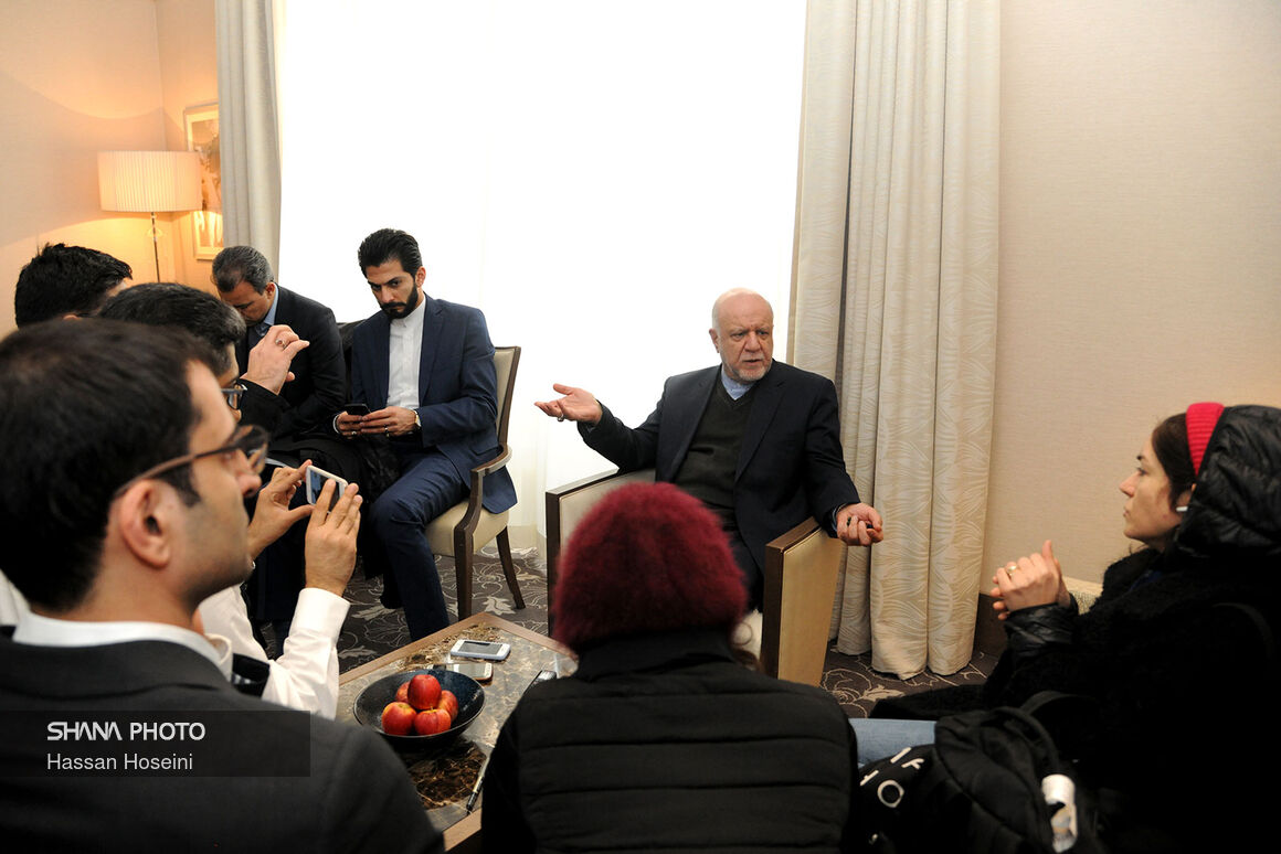 بخشی از مصاحبه وزیر نفت با خبرنگاران پیش از نشست ۱۷۷ اوپک