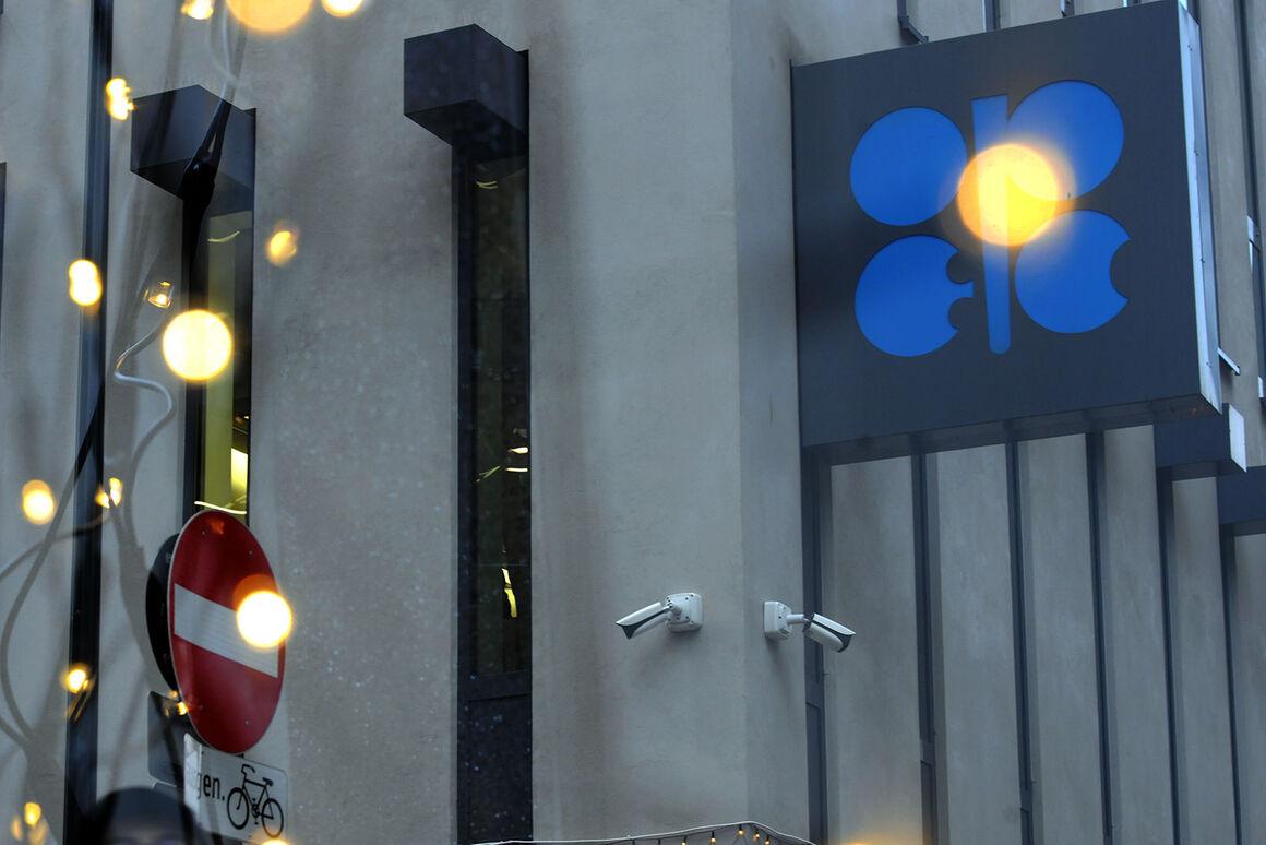 تسهیل کاهش تولید اوپک پلاس قیمت نفت را به مخاطره میاندازد