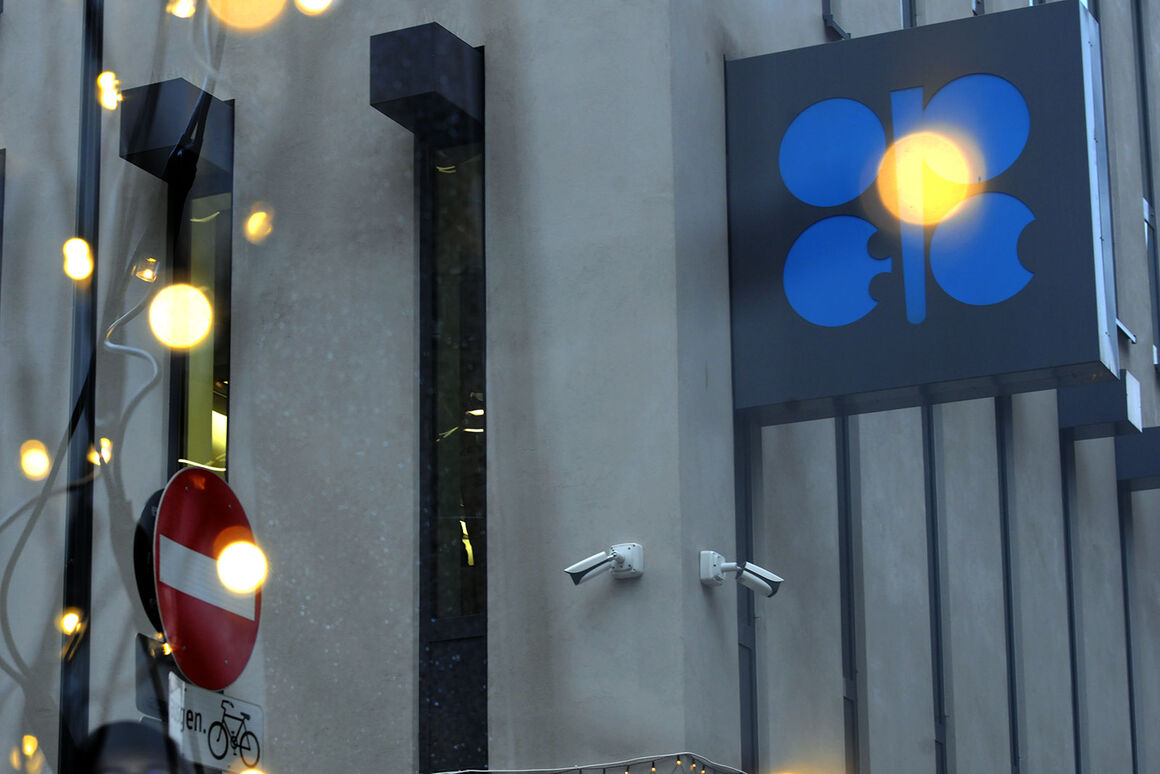 قیمت سبد نفتی اوپک به زیر ۳۸ دلار رفت