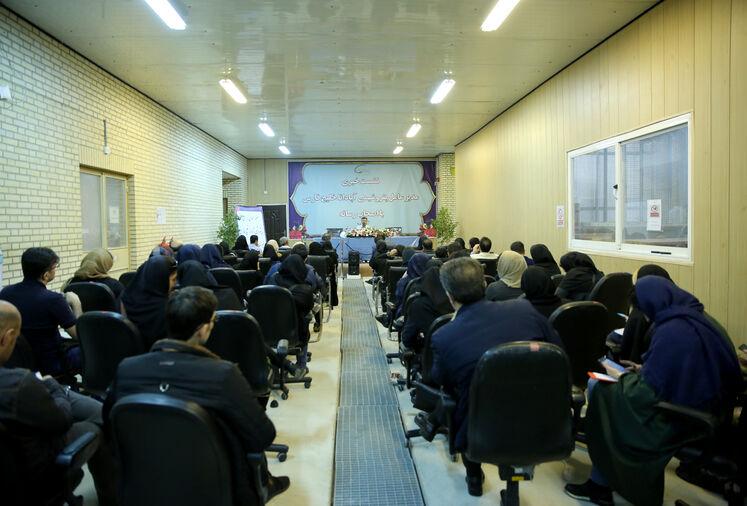 نشست خبری  جلیل قسامی، مدیرعامل پتروشیمی آپادانا با خبرنگاران