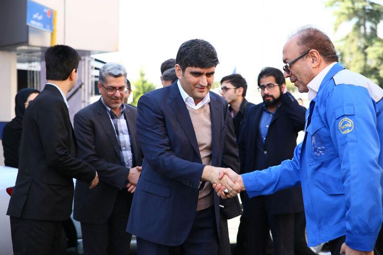 بازدید علیرضا صادقآبادی، معاون  وزیر نفت در امور پالایش و پخش از توسعه ناوگان دوگانه سوز در ایران خودرو