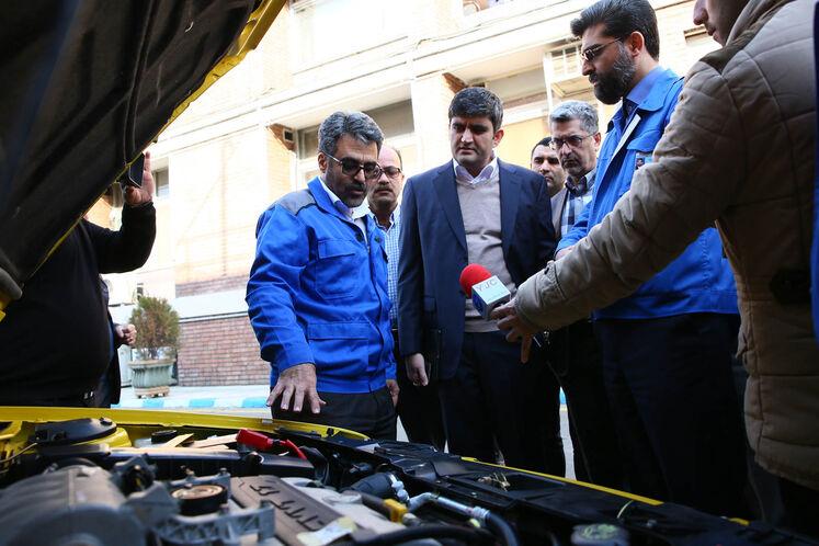 بازدید علیرضا صادقآبادی، معاون وزیر نفت در امور پالایش و پخش از توسعه ناوگان دوگانهسوز در ایران خودرو