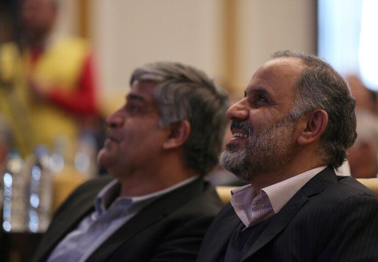از راست: سید صالح هندی، مدیر اکتشاف شرکت ملی نفت ایران و علی اصولی، مدیرعامل شرکت نفت خزر