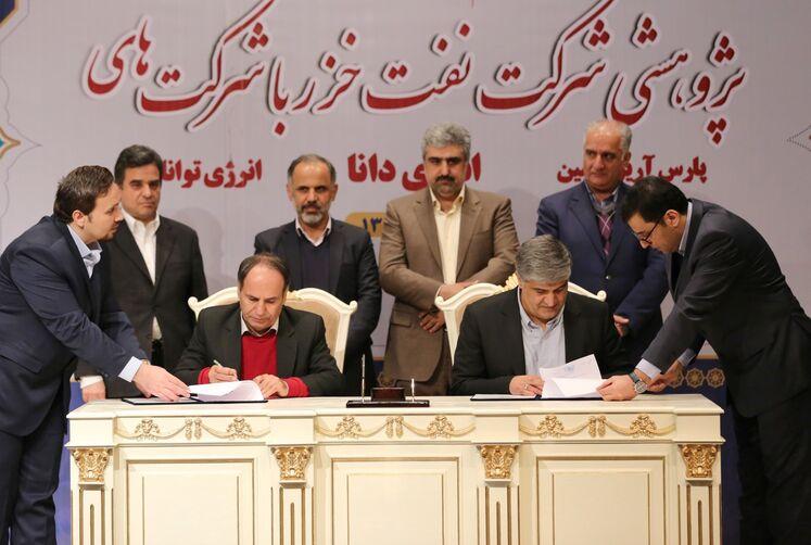 آیین امضای ۳ قرارداد پژوهشی شرکت نفت خزر