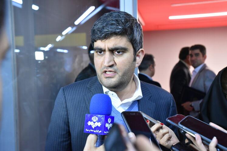 علیرضا صادقآبادی، مدیرعامل شرکت ملی پالایش و پخش فرآوردههای نفتی در جمع خبرنگاران