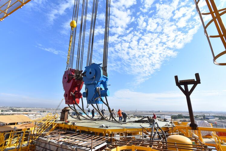 عملیات بارگیری سکوی سرچاهی S1 نفتی میدان سلمان
