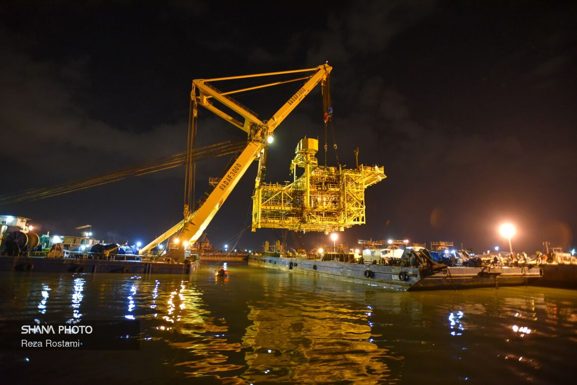 Wellhead Platform Loaded for Salman Oilfield