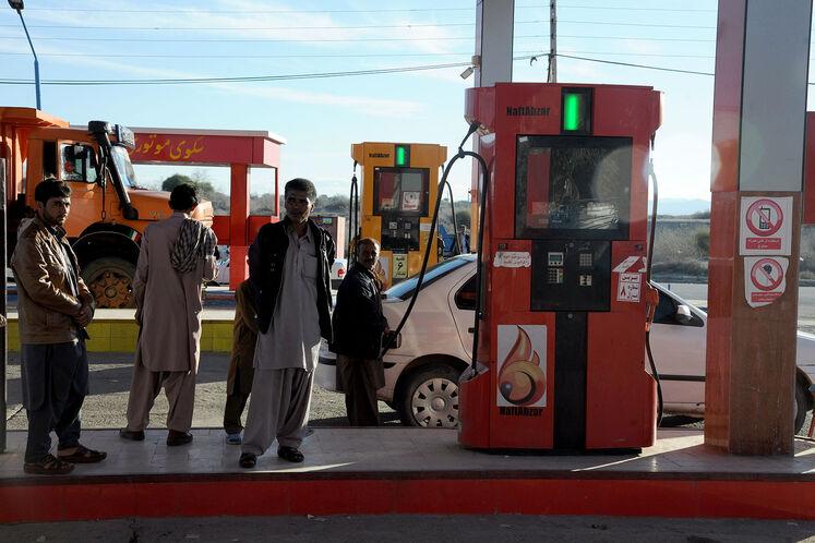 عملیات سوخترسانی جایگاههای عرضه سوخت در این استان در حال انجام است. جایگاه عرضه سوخت ثامن الائمه در ناحیه جلگه ایرانشهر