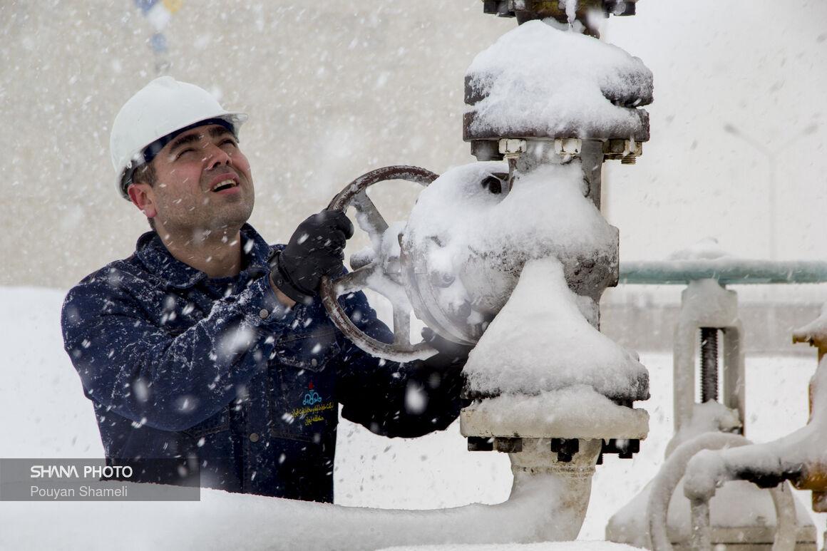 روز برفی در تاسیسات خطوط لوله و مخابرات نفت منطقه تهران