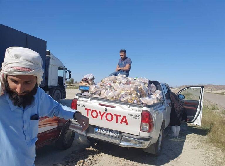 ارسال کمکهای غیرنقدی جایگاهداران منطقه زاهدان به مناطق سیلزده