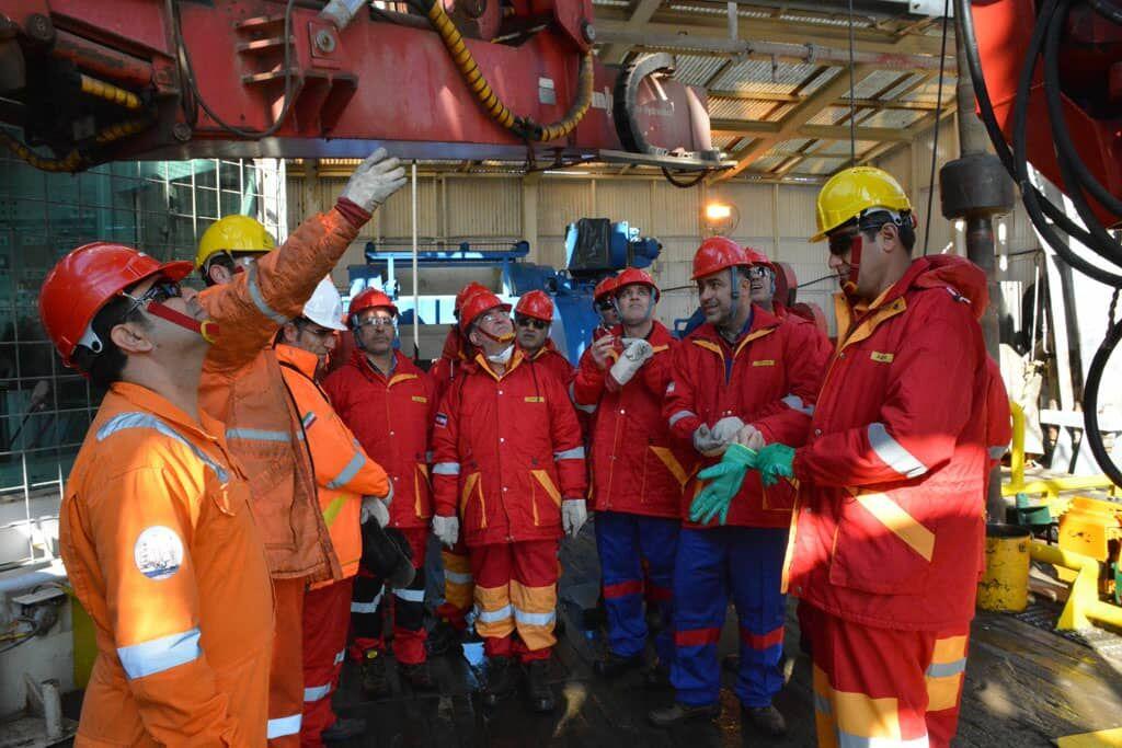 مدیران اچاسیی صنعت نفت از سکوی امیرکبیر بازدید کردند