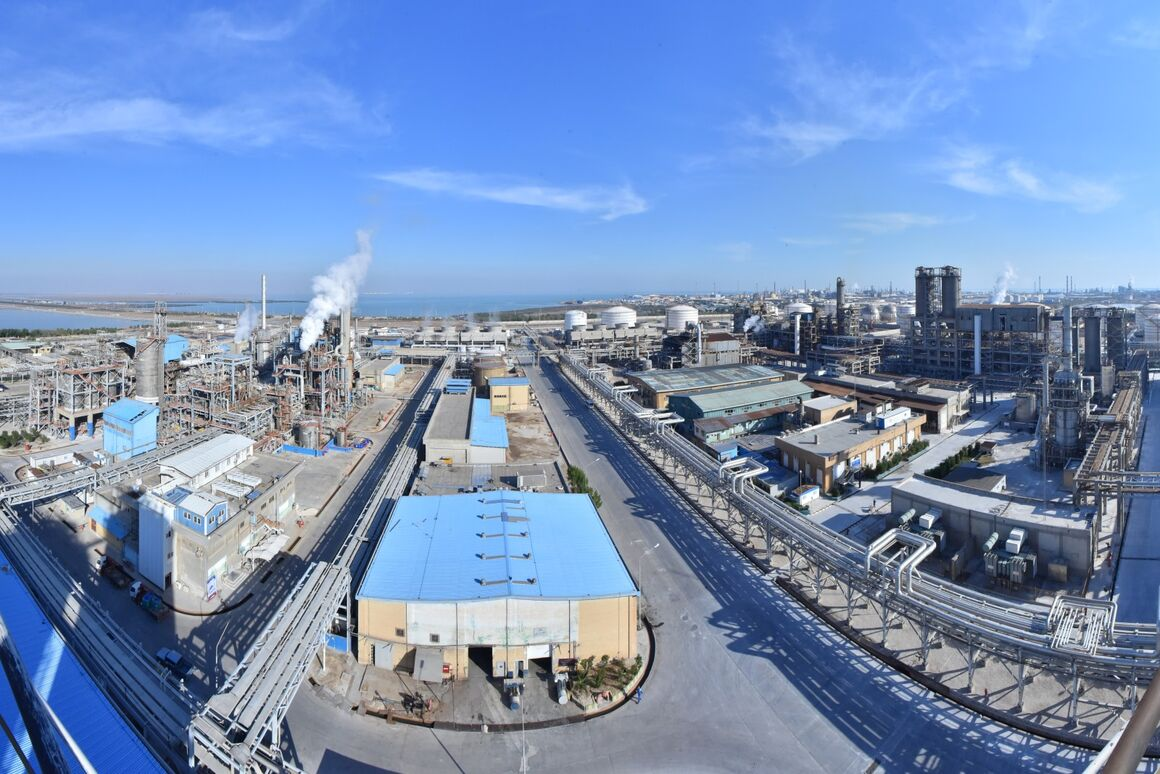 Plant Entrusts Iranian Firm with Building Complex Catalyst